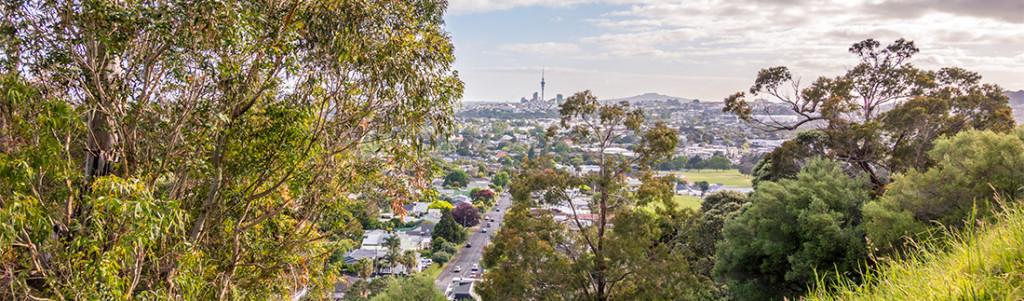 Vue sur le centre ville d'Auckland et la Skytower, depuis le Mont Albert