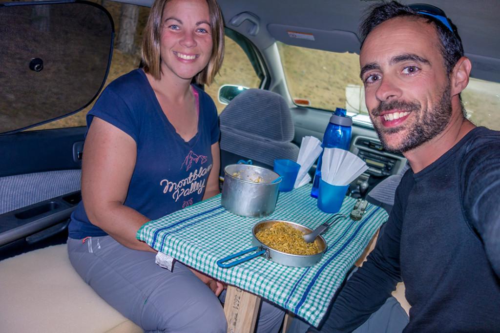 Notre premier repas pris à l'intérieur de notre véhicule! Même s'il faisait beau et sans aucune sandflies :)