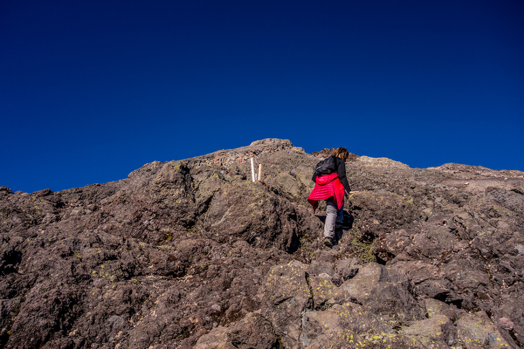 Il faut choisir son chemin sur la roche abrupte.