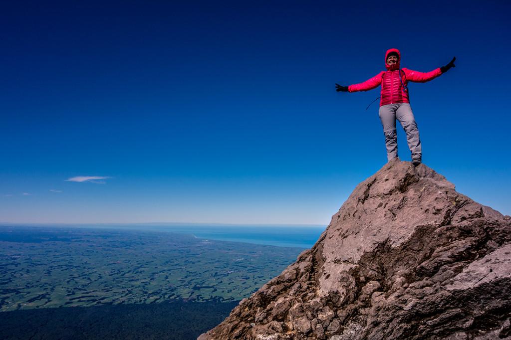 Au sommet du mont Taranaki, avec une vue imprenable sur la région.