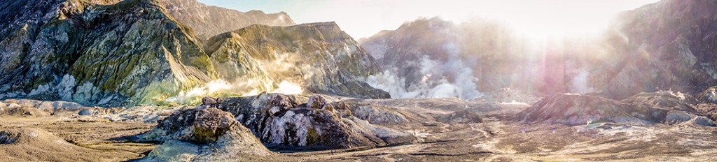 Panorama de l'unique volcan marin encore actif en Nouvelle-Zélande.